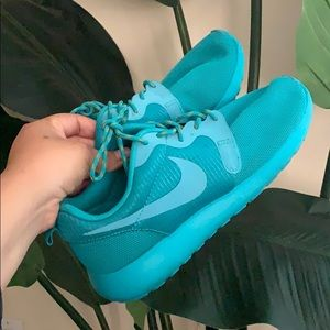Nike Roshe Run Hyperfuse sneakers